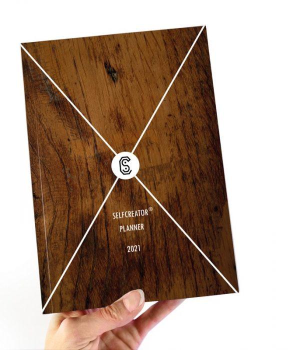 Kalendarz Selfcreator Planner 2021 - okładka z motywem drewna